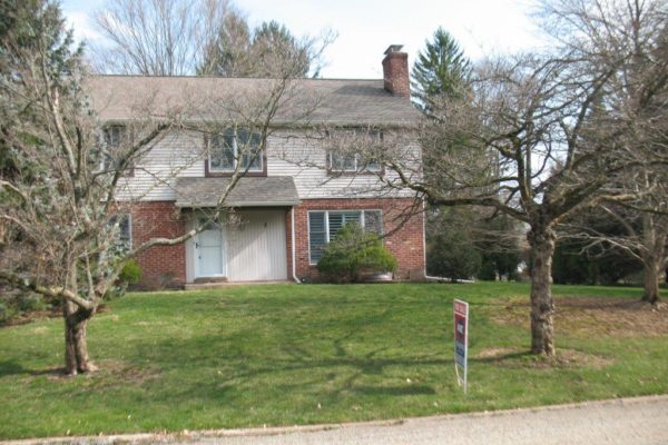 Spacious Colonial in Wayne